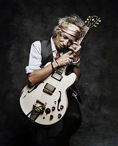 We love Keith Richards as much as he loves this guitar. Keith Richards by Francesco Carrozzini New York 2008 Keith Richards, The Rolling Stones, Rock And Roll, Ozzy Osbourne, Mick Jagger, Maynard James Keenan, Rock Poster, Photo Portrait, Beatles