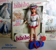 """Το 1981 και το 1982 κυκλοφόρησε το ημερολόγιο της bibi-bo. Το μήνα Απρίλιο  η bibi-bo ντυμένη  """"Γουίμπλετον""""! In 1981 and in 1982 released her diary bibi-bo. In the month of April, the bibi-bo dressed """"Wimbledon""""! En 1981 et en 1982 a publié son journal bibi-bo. Au mois d'Avril, le bibi-bo habillé """"Wimbledon""""!"""