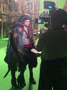 Behind the Scenes... UMA & HARRY #Descendants2 ❤️ | : Descendants 2 ‏@descendants2015