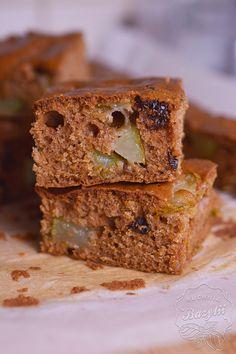 Proste ciasto z gruszkami jest bardzo smaczne oraz łatwe w przygotowaniu. Z wierzchu chrupiące, a w środku wilgotne. Spróbujcie! Food Cakes, Banana Bread, Cake Recipes, Sweets, Easy, Blog, Cakes, Easy Cake Recipes, Gummi Candy
