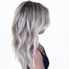 Silvery ash blonde and brown balayage loiro cinza, cabelo balayage, meu cab Short Balayage, Blonde Balayage Highlights, Grey Highlights, Balayage Diy, Ashy Blonde Balayage, Blonde Curls, Short Blonde, Blonde Ombre, Silver Blonde