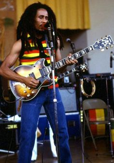 Bob with the stunning Yamaha SG gifted to him by Yamaha when he toured Japan. Calypso Music, History Of Hip Hop, Bob Marley Art, Bob Marley Pictures, Nesta Marley, Gibson Sg, The Wailers, Band Of Brothers, Custom Guitars