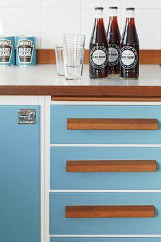 Kitchen to love: Retrokök - Comfortable home 70s Kitchen, Vintage Kitchen, Kitchen Decor, Kitchen Ideas, Turquoise Kitchen, Orange Kitchen, 50s Style Kitchens, 50s Furniture, Solar