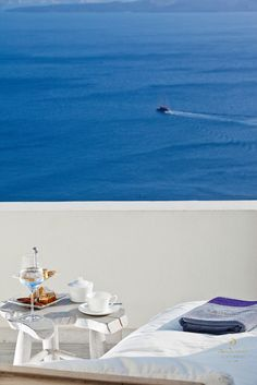 Welcome to Alta Mare by Andronis, one of the best luxury Oia Santorini hotels perched on the edge of the Caldera's dramatic cliff that disarms your senses. Hotels In Oia Santorini, Santorini Greece, Greece Pictures, Summer Picnic, Beautiful Places, Relax, Architecture, Travel, Chill