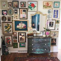 — Natasha (@natasha.designs) в Instagram: «@streetflea brought the gallery wall goodness this week for #mycuratedaesthetic .. #styling #interior #livingroom #homestyle #homedecor #decor #interiorinspiration #inspiration #decoration #style #design #homedesign #art #arthome #paint #painting #home