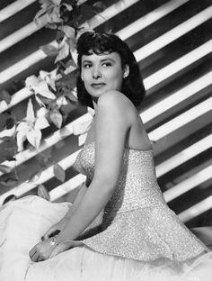 "Lena Horne in ""Ziegfeld Follies"" by Eric Carpenter (MGM, Portrait X Vintage gelatin silver, double . on Mar 2010 My Black Is Beautiful, Classy And Fabulous, Most Beautiful Women, Vintage Hollywood, Hollywood Glamour, Classic Hollywood, Lena Horne, Ziegfeld Follies, Elizabeth Montgomery"