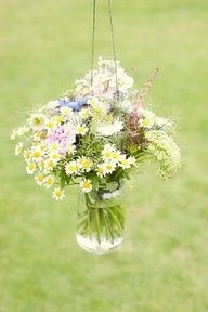 Daisy decorations for an English country wedding