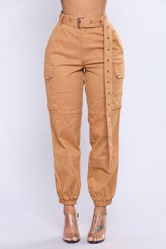 Fashion Nova Cargo Chic Pants Fashion Nova Ca Grunge Outfits, Jean Outfits, Chic Outfits, Jeans Cargo, Cargo Pants Outfit, Women's Pants, Khaki Pants, Fashion Nova Shoes, Fashion Pants