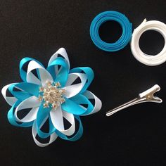 Make a Loopy Flower Bow - so pretty! #ribbon #bow