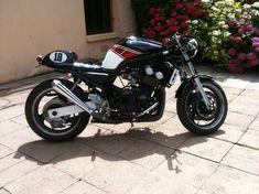 Yamaha Cafe Racer, Motos Yamaha, Yamaha Virago, Yamaha Motorcycles, Custom Motorcycles, Scrambler, Triumph 900, Stripes, Café Racers