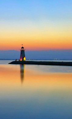 Reflections of my mind Louis Aragon, Beautiful Places, Beautiful Pictures, Lighthouse Painting, Light In, Sunset Photos, Belle Photo, Great Photos, Wonders Of The World