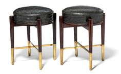 J. Juul Møller and F. Hindsgavl: A pair of art deco mahogany stools. Tall shoes and stretchers of brass. Seat upholstered with original green leather. (2)