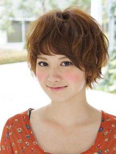 Süße kurze asiatische Frisur