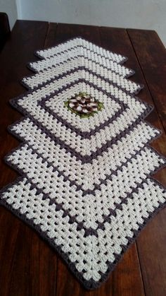 ines pacheco's media content and analytics Crochet Chart, Crochet Motif, Crochet Designs, Crochet Doilies, Crochet Flowers, Crochet Table Runner Pattern, Crochet Tablecloth, Doily Patterns, Tutorials
