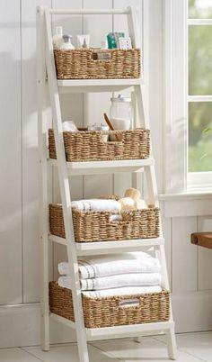 Ladder Floor Storage with Baskets. Ladder schappenrek met manden, heel leuk voor de badkamer. Ipv badkamerkast