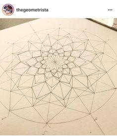 Mándala muy buena Mandala Doodle, Mandala Art Lesson, Mandala Painting, Mandala Drawing, Doodle Art, Dibujos Zentangle Art, Zentangle Drawings, Zentangle Patterns, Mandala Pattern