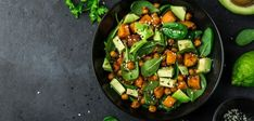 avocado quinoa roasted sweet potato spinach and chickpeas salad in black bowl. Lunch Recipes, Salad Recipes, Keto Recipes, Healthy Recipes, Cake Recipes, Menu Dieta, Salad With Sweet Potato, Healthy Food Blogs, Le Diner