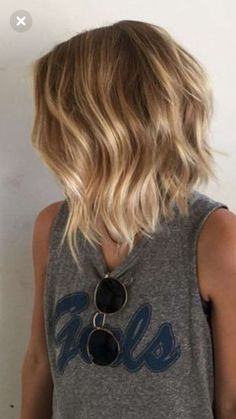 hair 2019 35 Balayage Hair Color Ideas for Brunettes in The French hair coloring technique: Balayage. balayage hair color ideas for brunettes in 2019 allow to achieve a more natural and modern eff. Blonde Balayage Bob, Brown Blonde Hair, Hair Color Balayage, Balayage Highlights, Bronde Bob, Balyage Bob, Caramel Highlights, Balayage Hair Honey, Medium Blonde Bob