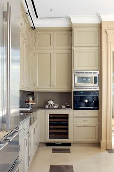 Love the long, double tiered kitchen cabs; the thick crown molding and the detail on the ceiling. Hate the counter and backsplash