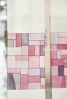 천연염색 옥사 가리개를 소개합니다. 우리규방 회원님들은 이미 몇번이나 보셨을 사진이지만... 아직 못보... Textile Design, Textile Art, Japanese Textiles, Patchwork Patterns, Korean Art, Fabric Manipulation, Fabric Art, Handicraft, Quilt Blocks