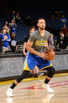 Stephen Curry of the Golden State Warriors warms up before the game against the Washington Wizards on April 2 2017 at ORACLE Arena in Oakland. Golden State Warriors Pictures, Oracle Arena, Washington Wizards, Stephen Curry, Basketball, Game, Netball, Gaming, Toy