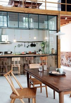 dining room loft style warm atmosphere and space for living and cooking Loft Style Homes, Cuisines Design, Deco Design, Design Design, Kitchen Dining, Loft Kitchen, Rustic Kitchen, Dining Room, Wooden Kitchen