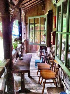 http://livedoor.blogimg.jp/spamania/imgs/f/3/f3ba8949.jpgからの画像 ベランダの席は喫煙席ですが、春秋は季節の風や鳥のさえずりなど感じられて癒される空間です。