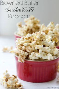 Your guests will think they're snacking on gourmet popcorn when they dig into this Browned Butter Snickerdoodle Popcorn recipe at your next party. Gourmet Popcorn, Popcorn Snacks, Flavored Popcorn, No Bake Snacks, Yummy Snacks, Delicious Desserts, Snack Recipes, Dessert Recipes, Yummy Food