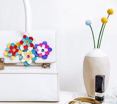 Flores de cuero para personalizar tus accesorios #scanncut #diycrafts Felt, Diy, Crafts, Leather Flowers, Totes, Felting, Manualidades, Bricolage, Feltro