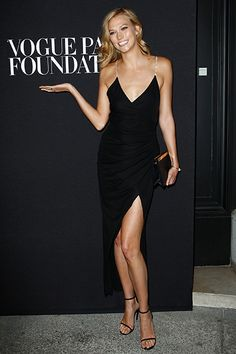 Karlie Kloss attends the Vogue Foundation Gala as part of Paris Fashion Week at Palais Galliera on July 2014 in Paris, France. Fashion Week Paris, Celebrity Dresses, Celebrity Style, Karlie Kloss Style, Victoria Models, Palais Galliera, Most Beautiful Models, Glamour, Sexy