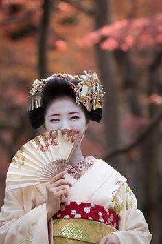 maiko katsuna | japanese culture #kimono