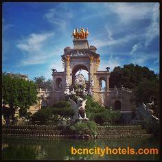 Barcelona también tiene espacios verdes y el Parc de la Ciutadella es uno de ellos. Se encuentra al lado del Zoo, la Estación de Francia, la Villa Olímpica y el Arco de Triunfo // Barcelona also has green landscapes and Parc de la Ciutadella is one of them. It is located next to the Zoo, the Estació de França, the Olympic Village and the Triomphe Arc