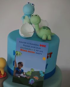 Cake Me! - Dinosaurs and egg shells made of fondant to match invitation, t-rex, brontosaurus www.cakeme.com.au