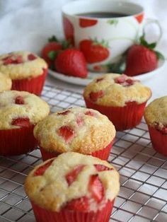 Strawberries and Cream Muffins. These would make amazing cupcakes with cream cheese icing! Think Food, I Love Food, Yummy Treats, Sweet Treats, Yummy Food, Just Desserts, Dessert Recipes, Dessert Healthy, Drink Recipes