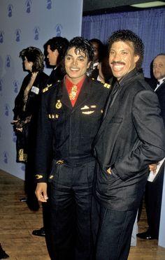 Michael Jackson & Lionel Richie at The Grammy Awards in 1986 Paris Jackson, The Jackson Five, Jackson Family, Janet Jackson, Lionel Richie, George Michael, Los Grammy, Grammy Award, Jazz