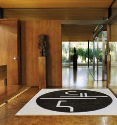 EILEEN GRAY, St. Tropez rug, France c.1920. Material hand-knotted wool. Re-edition by ClassiCon. / Archi Expo