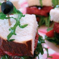 Sandwich osseworst met olijventapenade en rucola - recept - okoko recepten