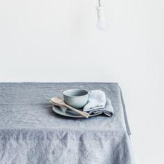 りトアニアを拠点とする「not PERFECT LINEN」よりリトアニアリネンを使った柔らかな肌触りと上品な色合いが魅力のテーブルクロスの登場です。