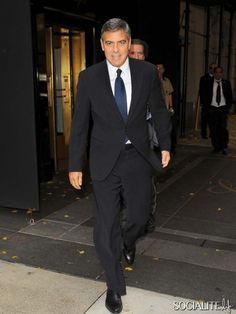 Entourage peg - Can't go wrong George Clooney. Nice black suit, blue tie combo going there.