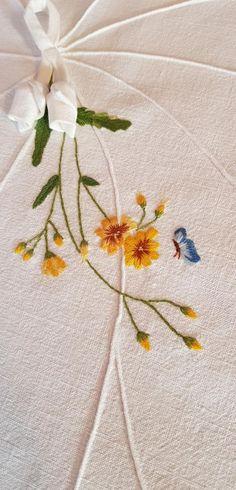 연잎다포 : 네이버 블로그 Learn Embroidery, Hand Embroidery, Flower Embroidery Designs, Stitch, French, Embroidery Ideas, Flowers, Dots, Embroidery