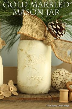 Gold Marbled Mason Jar -- add a marbled effect to a white mason jar for a fun fall or winter display! #chalkyfinish