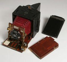 old camera=excellent shelf piece