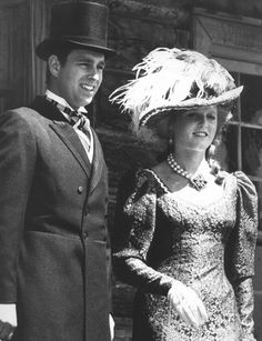 HRH Prince Andrew & Sarah, Duke & Duchess of York at Fort Edmonton Park during a tour of Canada. Prince And Princess, Princess Of Wales, Princess Diana, Sarah Duchess Of York, Duke And Duchess, Sarah Ferguson Prince Andrew, Prinz Andrew, Princess Eugenie And Beatrice, Eugenie Of York
