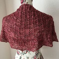 This shawl was specifically created to honor the first Swiss Wullefestival that will be held in October (3-4). I named the pattern after the hill nearby Zug, where the festival will take place. The pattern of the shawls reflects the undisturbed nature of Swiss forests, the clear colors, vertical lines and soft shapes.