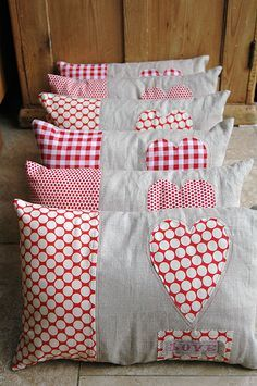 Heart pillows..no direction - not a link to this pillow - Valentine's day for the kids?