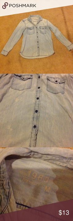 Jean shirt Great condition purchased last year from gap pretty light and comfortable. Only thing worth noting is the shirt is wrinkled. No buttons missing no tears. Please buy so my closet room will be less packed!! Bundle always!!! GAP Tops Button Down Shirts