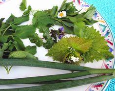 Der Geschmack von Kreta: Kretischer Wildkräutersalat (Horta) mit Kräutern, ...