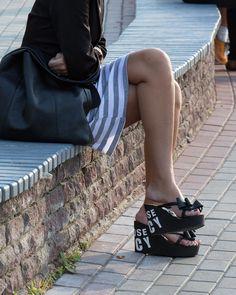 Platform Flip Flops, Wedge Flip Flops, Flip Flop Shoes, Platform Wedge Sandals, Wedge Heels, Beautiful Heels, Gorgeous Feet, Kinetic Art, Sexy Sandals