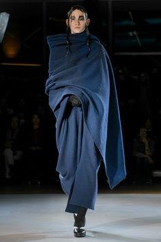Yohji Yamamaoto RTW Fall Winter 2015 Fashion Show in Paris Paris