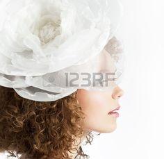 Felice bella sposa ricci capelli rossi su sfondo bianco vicino Archivio Fotografico